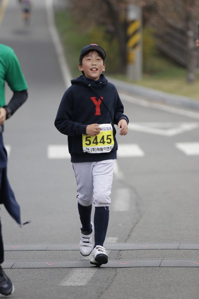 2019 영천댐 벚꽃마라톤대회 골인 (11:03:08 ~ 11:07:42)