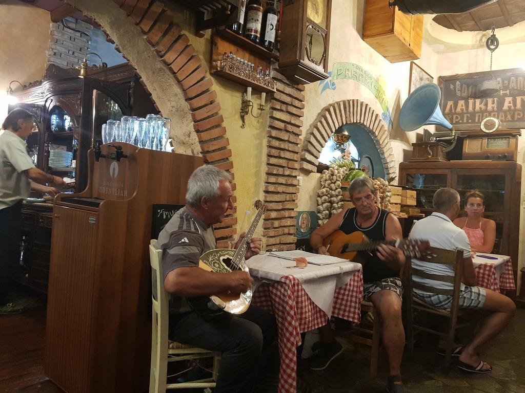 어머님과 동생가족.그리스 메테오라.그리스 식당
