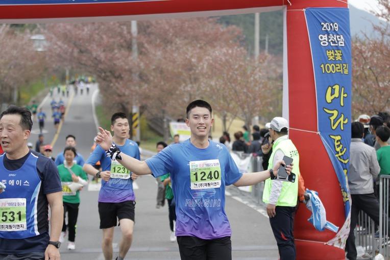 2019 영천댐 벚꽃마라톤대회 골인 (11:17:43 ~ 11:20:21)