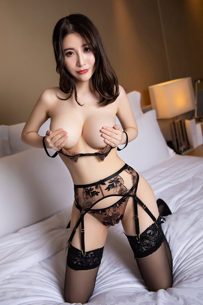 cool Chinese women in sexy posture